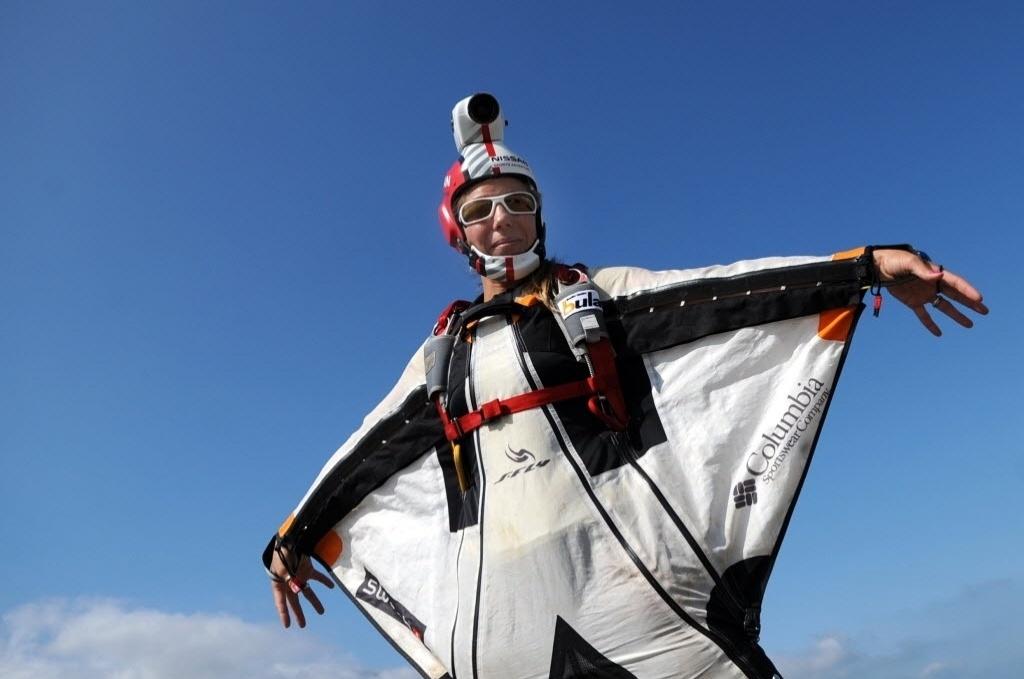 23.08.2013 - Wingsuit é uma modalidade que consiste em uso de traje especial para salto de avião