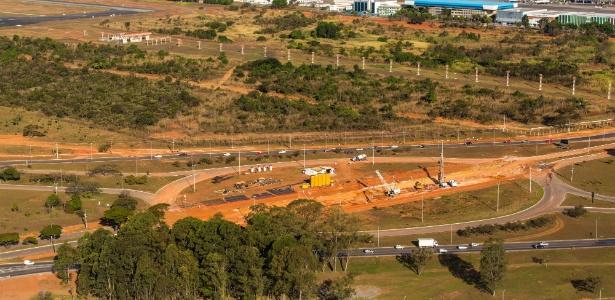 Imagem aérea mostra o balão do aeroporto JK, em Brasília, desmatado: multa de R$ 140 mil
