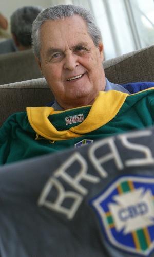 Goleiro Gylmar dos santos neves, campeão mundial na copa de 1958, em sua casa, no Guarujá
