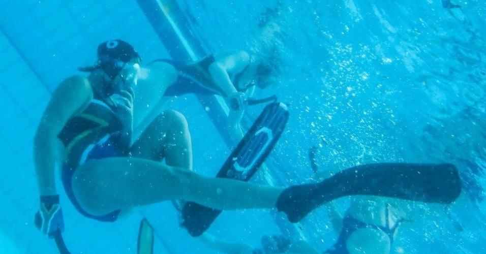 O hóquei debaixo da água é uma das modalidades mais difíceis de ser acompanhada pelos espectadores