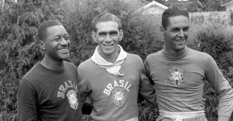Os jogadores da seleção brasileira Moacir Barbosa, Carlos Castilho e Gylmar dos Santos Neves, em 1953