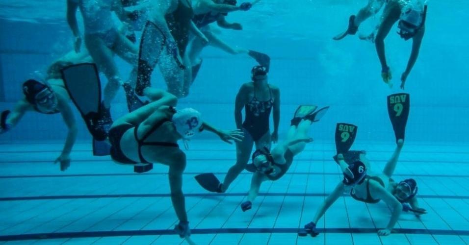 Os participantes não têm direito a nenhum cilindro de ar, usando apenas máscara, ?pé de pato? e snorkel.