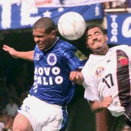 Geovanni, do Cruzeiro, em ação contra o Vasco em 2000; jogador foi o herói do título da Copa do Brasil - O Estado de Minas