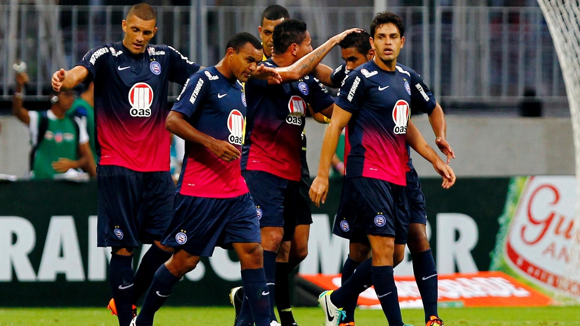 25.08.13 - Fernandão comemora gol do Bahia contra o Náutico pelo Campeonato Brasileiro