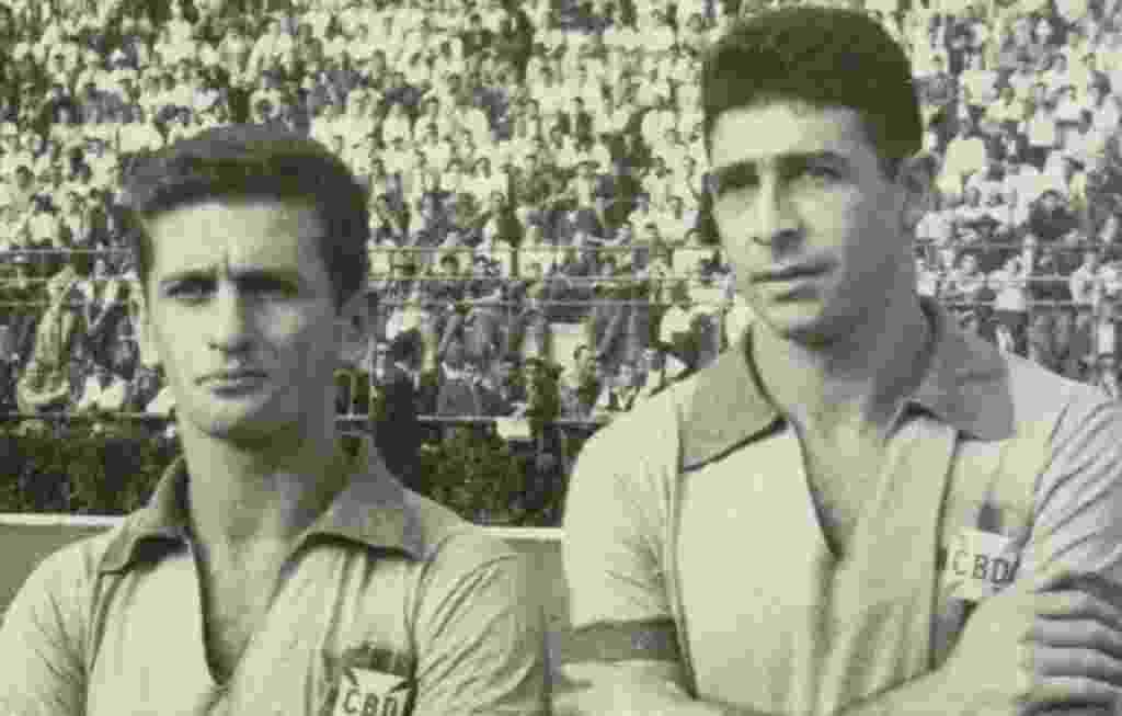 25.ago.2013 - Nilton De Sordi ao lado de Mauro Ramos de Oliveira antes de jogo da seleção brasileira em 58 - Folhapress