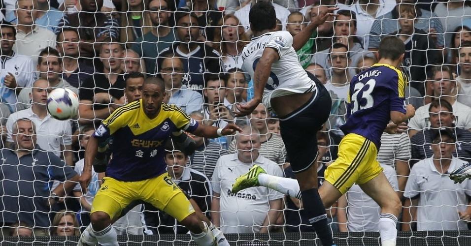 25.ago.2013 - Paulinho chuta contra o gol do Swansea City em partida do Campeonato Inglês