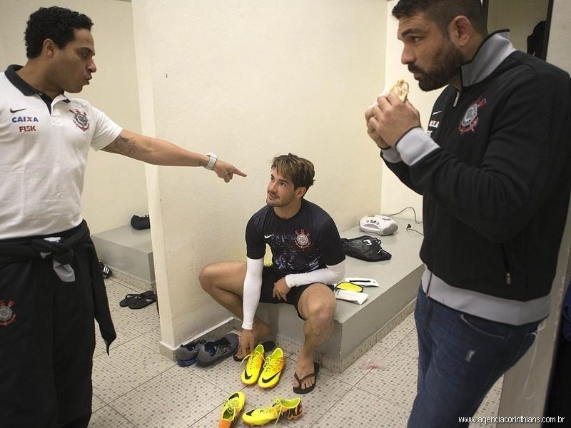 28.08.2013 - Alexandre Pato, atacante do Corinthians, no vestiário do Pacaembu antes do jogo com o Luverdense