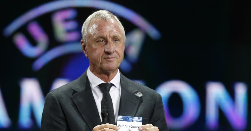 29.08.2013 - Ídolo holandês Johan Cruyff foi um dos que participou do sorteio como convidado