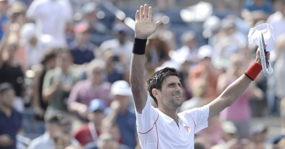 30.ago.2013 - Novak Djokovic comemora vitória por 3 a 0 sobre o alemão Benjamin Becker pela segunda rodada do Aberto dos EUA