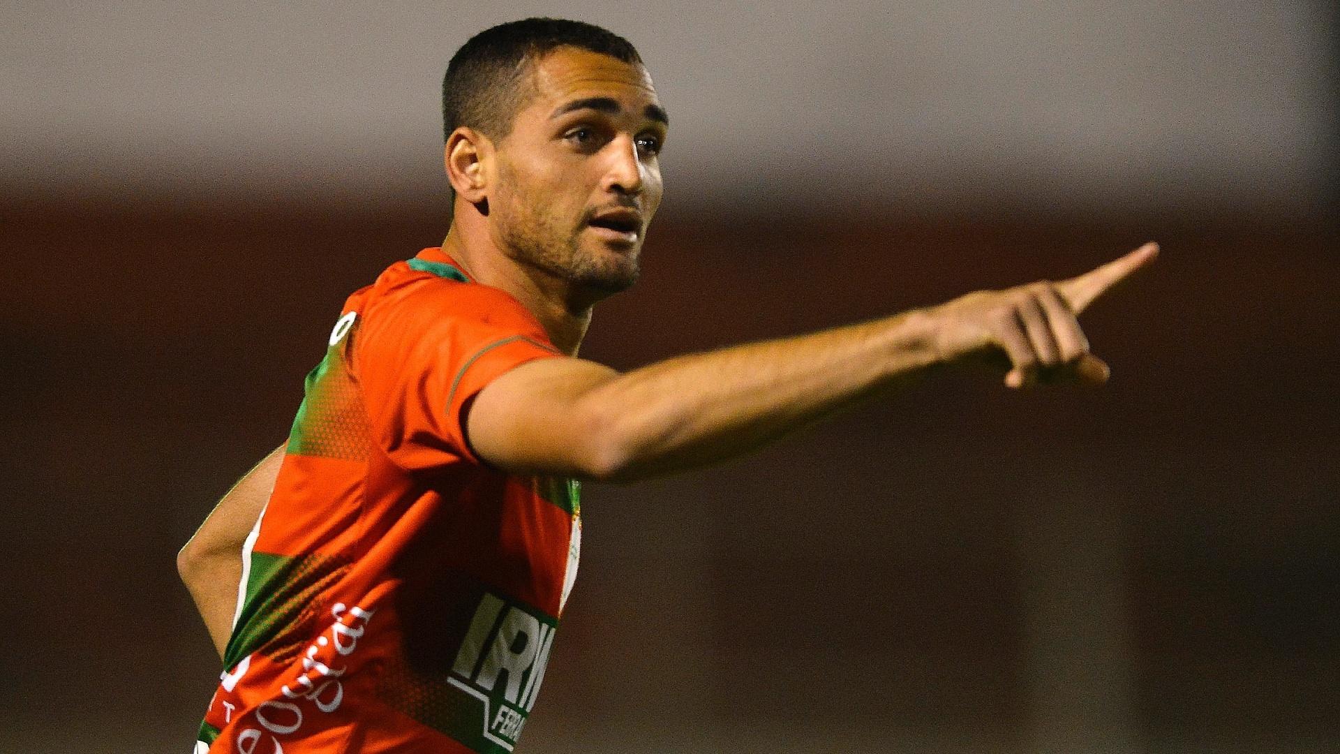 Gilberto comemora gol marcado pela Portuguesa na partida contra o Bahia, neste sábado, pelo Brasileirão