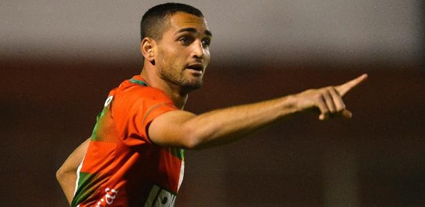 Gilberto comemora gol marcado pela Portuguesa na partida contra o Bahia neste sábado