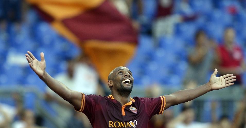 01/09/2013 - Lateral Maicon comemora gol na vitória do Roma por 3 a 0 sobre o Verona, no Italiano