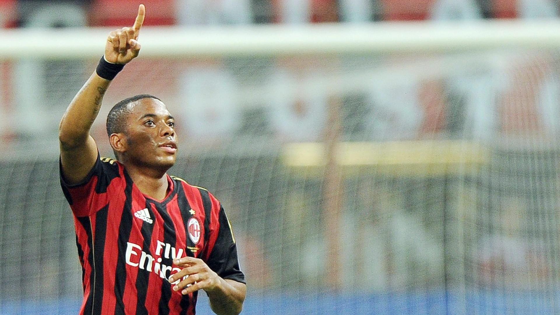 01.ago.2013 - Robinho comemora gol contra o Cagliari