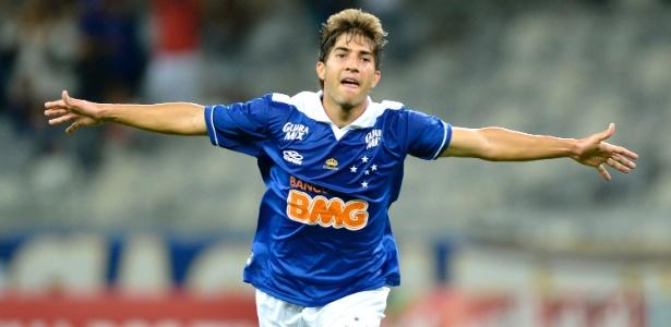 Volante de 23 anos está de volta ao Cruzeiro após dois anos na Europa