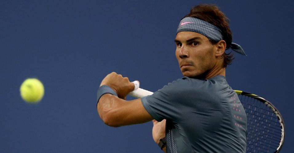 02.set.2013 - Rafael Nadal prepara devolução durante a partida contra Philipp Kohlschreiber no Aberto dos EUA