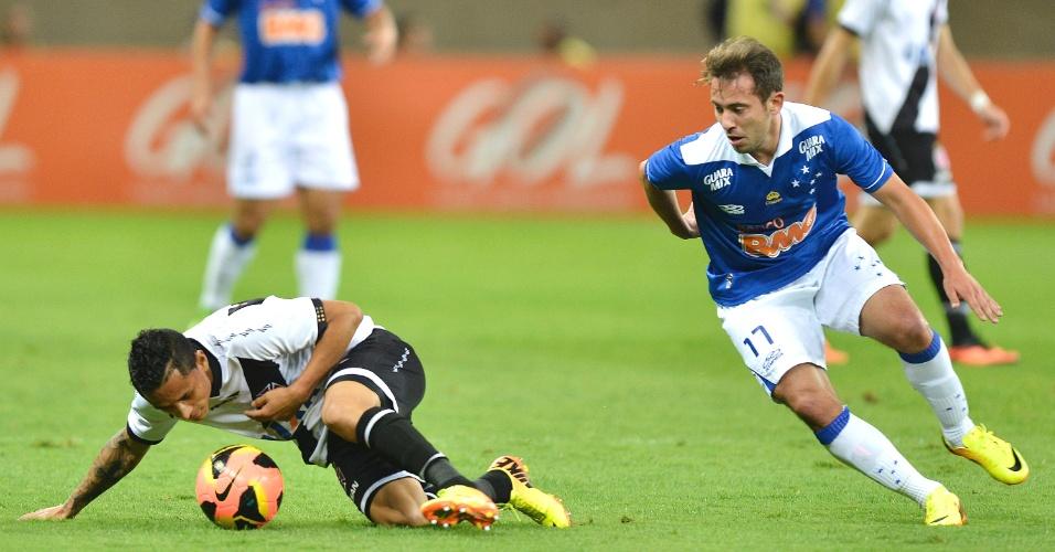 Everton Ribeiro durante a vitória do Cruzeiro sobre o Vasco, por 5 a 3, no Mineirão (1/9/2013)