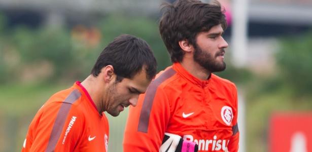 Irmãos Muriel (esq) e Alisson se formaram goleiros do Inter e trabalharam juntos no clube