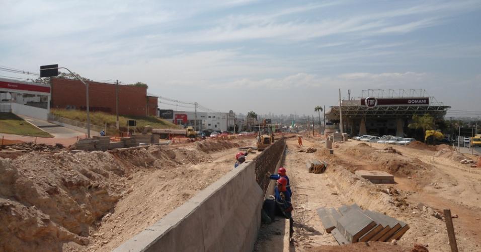30.ago.2013 - Canteiro de obras do VLT de Cuiabá: denúncia de propinas de R$ 80 milhões