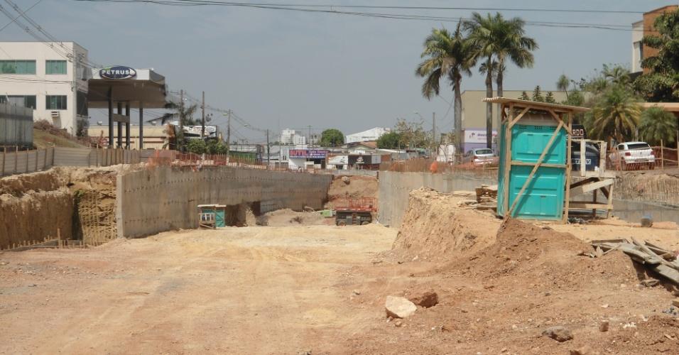 30.ago.2013 - Em Cuiabá, 16 de 24 intervenções viárias previstas para a Copa de 2014 estão atrasadas