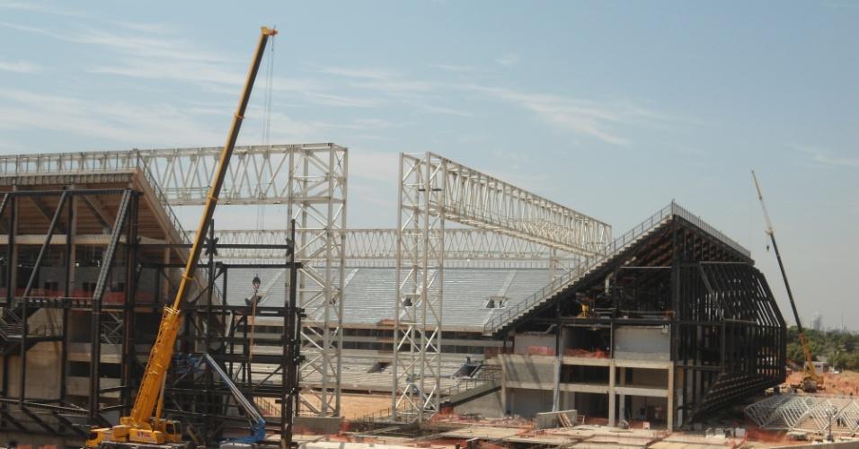 30.ago.2013 - Em março, o UOL Esporte revelou que duas construtoras abandonaram as obras da Arena Pantanal, e que a entrega do estádio pode atrasar