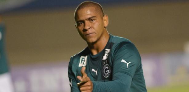 Walter disse que pensou em deixar o Atlético-PR para voltar ao Goiás