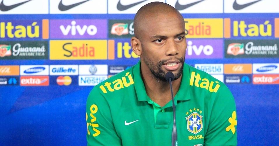 04.09.2013 - Zagueiro David Luiz e lateral-direito Maicon concederam entrevista coletiva para falar sobre a seleção brasileira