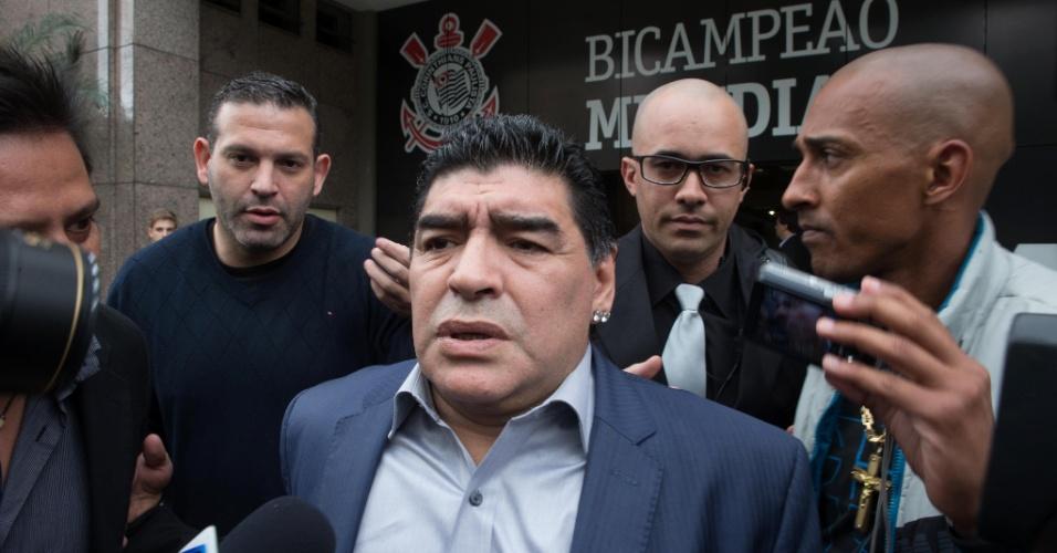 04.set.2013 - Ex-jogador argentino Diego Maradona deixa encontro no Parque São Jorge. Evento para discutir o futebol sul-americano foi promovido pelo ex-presidente do Corinthians Andrés Sanchez