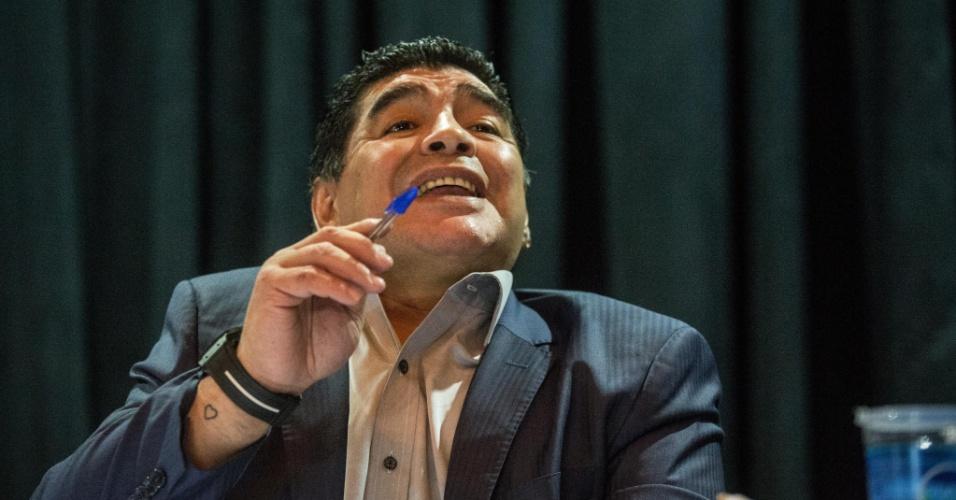 04.set.2013 - Ex-jogador argentino Diego Maradona discursa durante evento promovido pelo ex-presidente do Corinthians Andrés Sanchez em São Paulo. Maradona criticou os dirigentes da Conmebol e da Federação Argentina