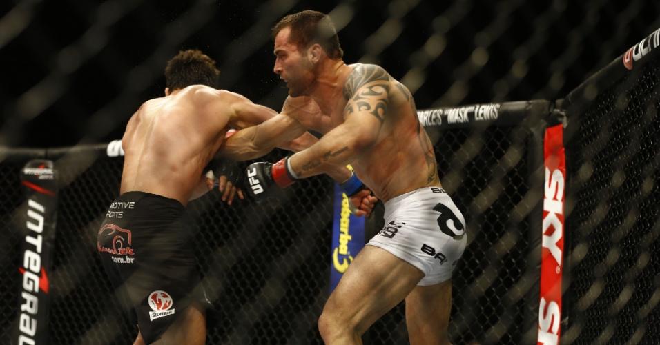 João Zeferino (esq.) enfrenta Elias Silvério pela categoria dos meio-médios no UFC BH, em duelo de brasileiros