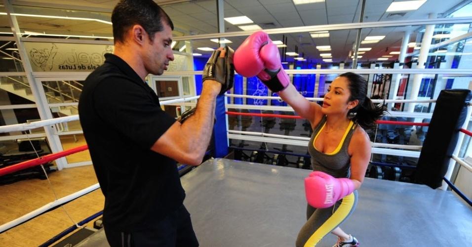 09.09.2013 - Campeã do BBB 11, Maria Melilo treina boxe em academia na capital paulista