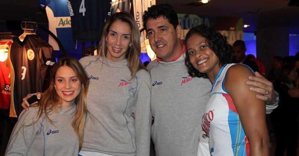 05.09.2013 - Camila Brait, Thaísa, Luizomar de Moura e Adenízia, do Molico/Osasco, durante o lançamento da Superliga, em São Paulo