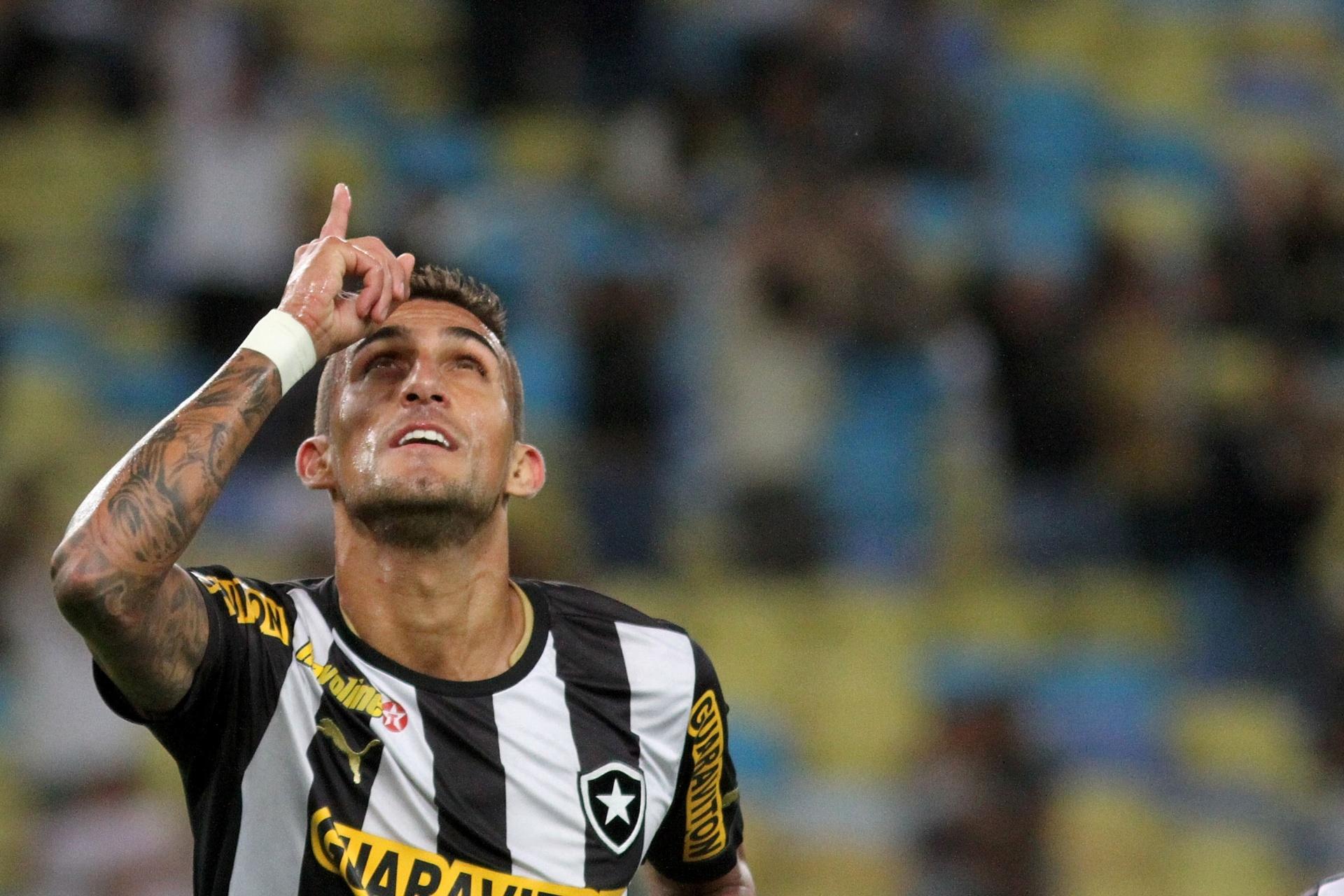 27c0c7262a Palmeiras espera tradução de contrato para anunciar Rafael Marques -  08 01 2015 - UOL Esporte