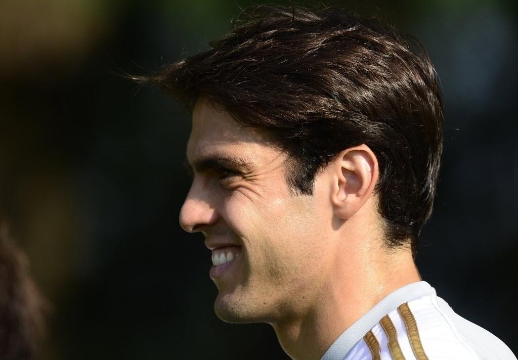 Kaká faz seu primeiro treino no Milan após o retorno ao clube. O meia reencontrou Robinho, com quem atuou na seleção brasileira