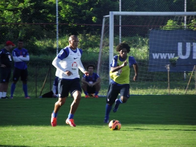 William Barbio e Titi participam de treino do Bahia no Fazendão