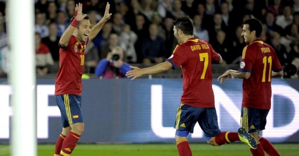 06.set.2013 - Jordi Alba, lateral da seleção espanhola, comemora com Villa e Pedro depois de marcar o primeiro gol da partida contra a Finlândia pelas eliminatórias da Copa-14; Espanha venceu por 2 a 0