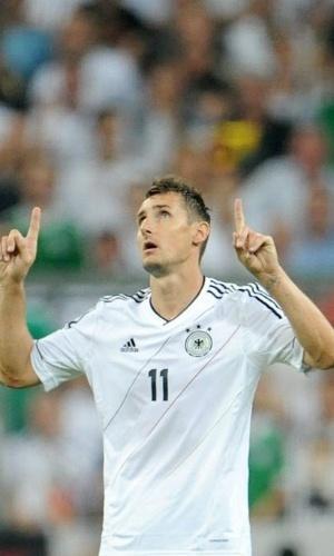 06.set.2013 - Miroslav Klose comemora após abrir o marcador para a seleção da Alemanha contra a Áustria pelas eliminatórias da Copa-14