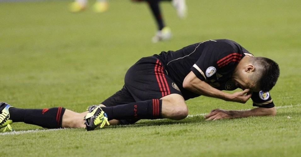 06.set.2013 - Peralta lamenta chance desperdiçada pelo México durante a derrota por 2 a 1 para Honduras pelas eliminatórias da Copa-14
