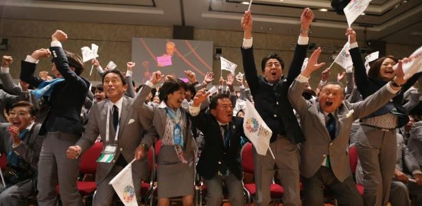 Delegação japonesa comemora escolha de Tóquio para 2020; Toyota quer pegar carona - AFP PHOTO / JUAN MABROMATA
