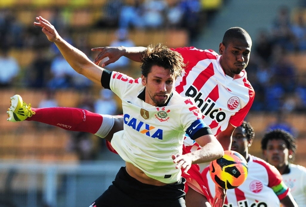 08.set.2013 - Corinthians e Náutico jogam no Pacaembu, em São Paulo, em duelo válido pela 19ª rodada do Campeonato Brasileiro