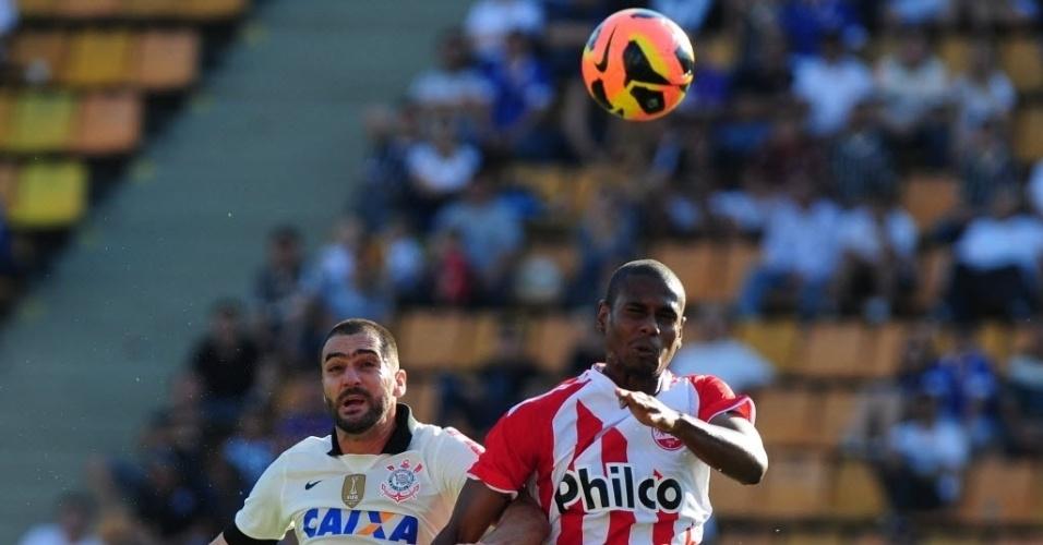 08.set.2013 - Corinthians e Náutico jogam no Pacaembu, em São Paulo, pela 19ª rodada do Campeonato Brasileiro