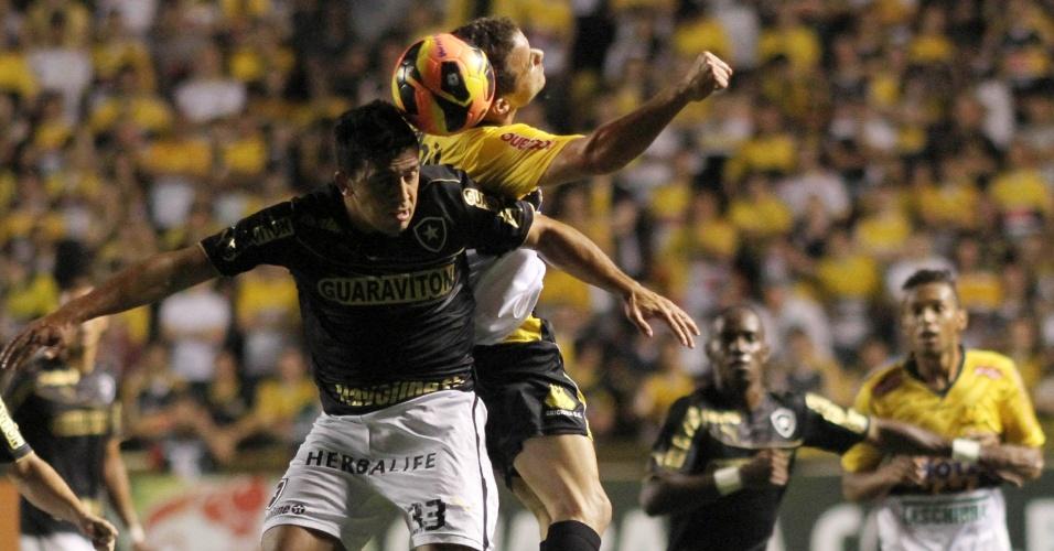 08.set.2013 - Criciúma abriu o placar contra o Botafogo com um gol de Lins, mas Octávio empatou para o time alvinegro