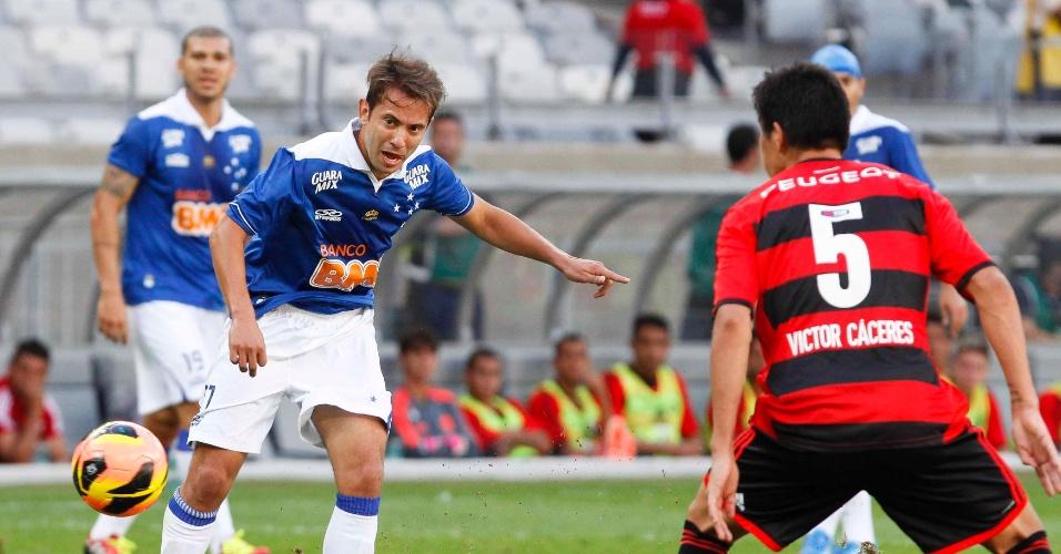 08.set.2013 - Cruzeiro ficou mais tempo com a bola e chegou mais ao ataque desde o início do confronto com o Flamengo
