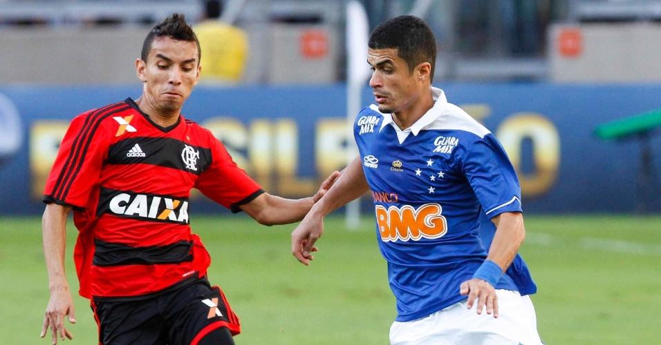 08.set.2013 - Cruzeiro teve domínio, mas fez um primeiro tempo com pouca emoção contra o Flamengo neste domingo, no Mineirão