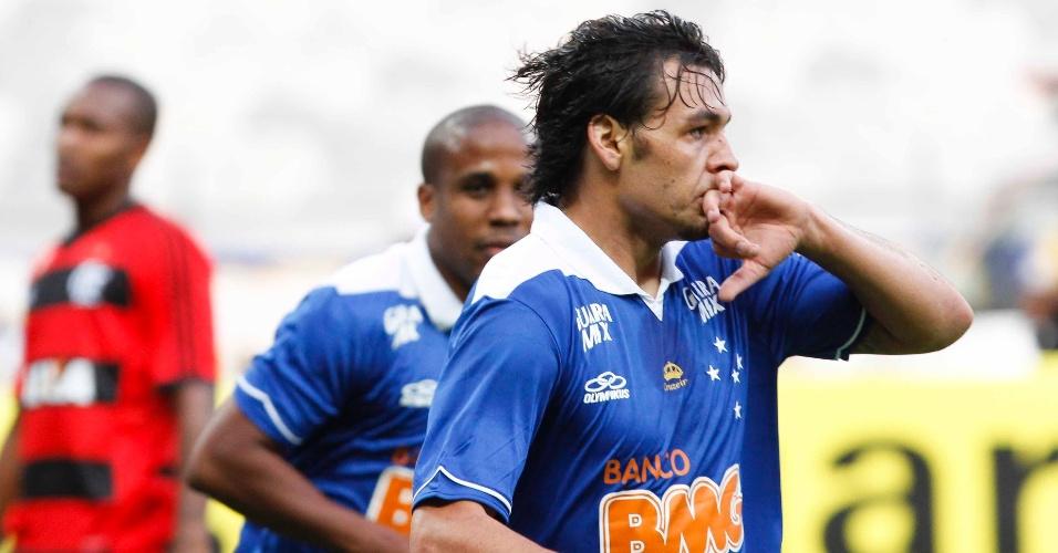 08.set.2013 - Ricardo Goulart marcou o primeiro gol do Cruzeiro contra o Flamengo no Mineirão