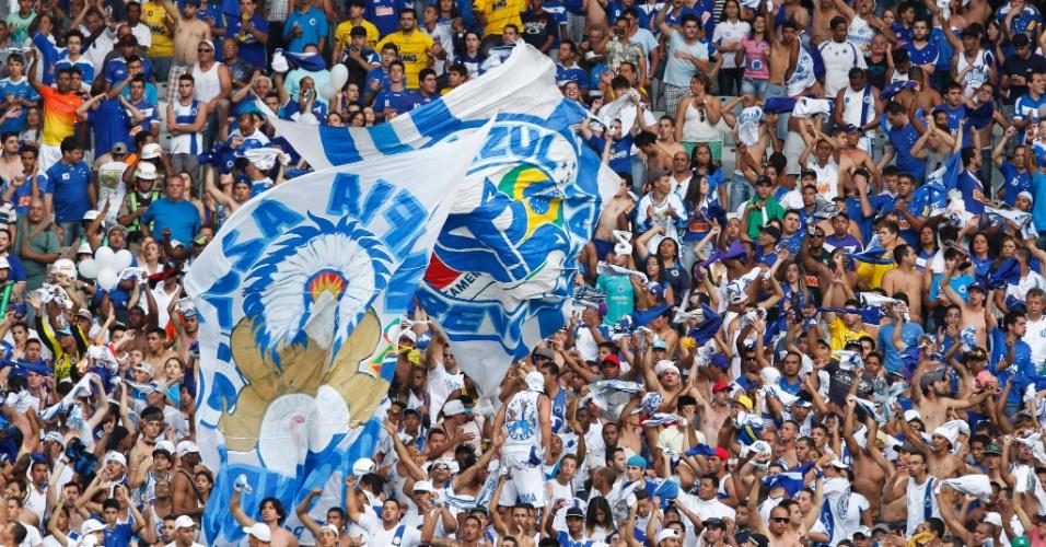08.set.2013 - Torcida do Cruzeiro também vibrou muito com o gol marcado por Ricardo Goulart neste domingo