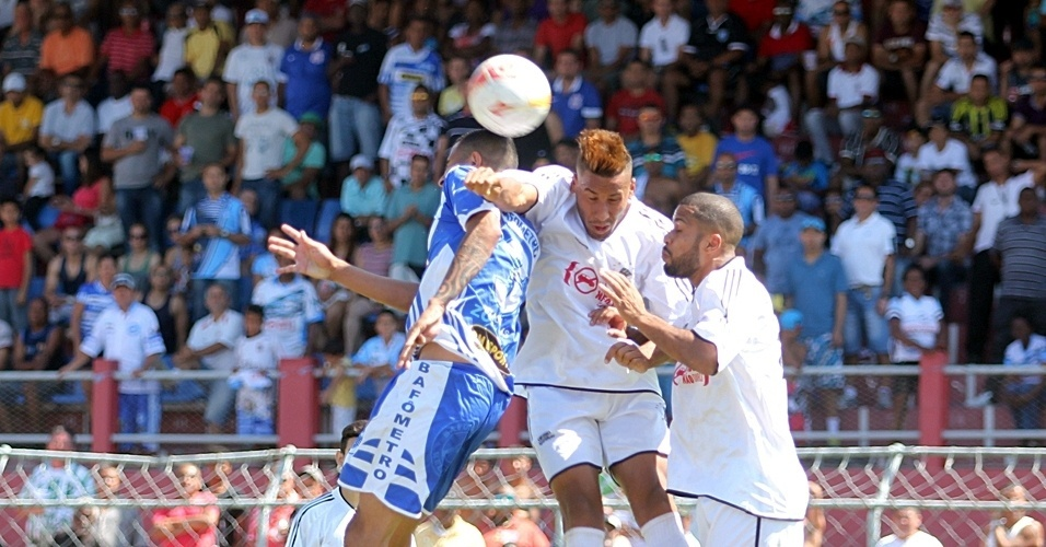 Inajar de Souza (de branco) empatou por 2 a 2 com o Bafômetro pela Copa Kaiser
