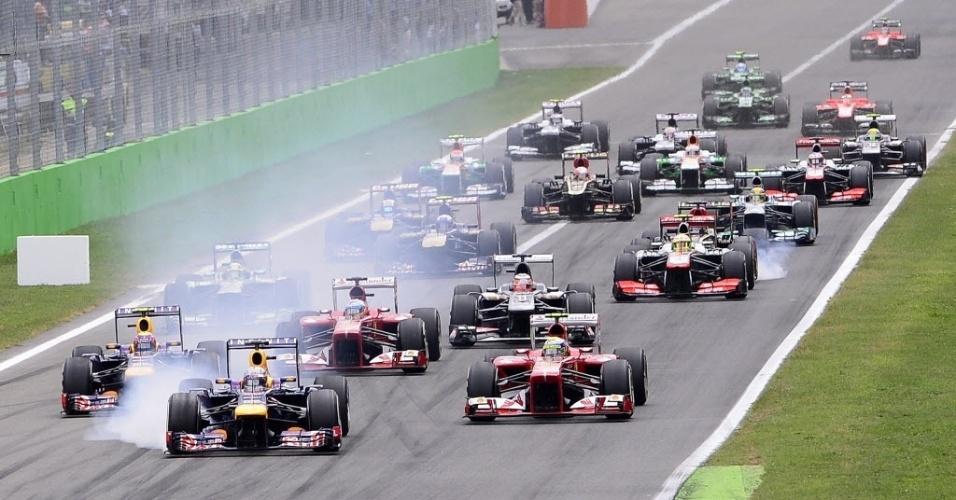 Largada tem Felipe Massa pulando de 4º para 2º no grid de largada e batida envolvendo McLaren