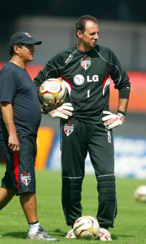 17.03.2006 - Muricy Ramalho conversa com Rogério Ceni durante treinamento do São Paulo