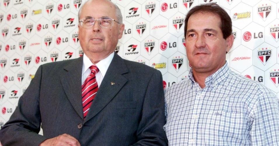 2006 - Muricy Ramalho é apresentado no São Paulo ao lado do ex-presidente Marcelo Portugal Gouvêa