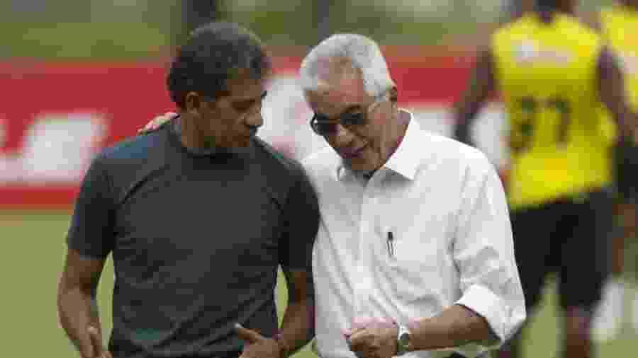 Nunes (esq.), com o ex-presidente Márcio Braga, em treino do Flamengo em 2009 - Rafael Andrade/Folhapress